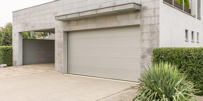 Instalación y reparación de persianas automáticas en garajes y urbanizaciones.